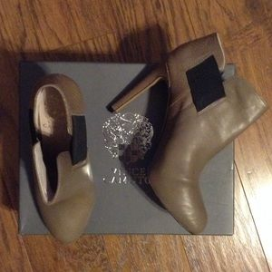 Vince Camuto Heels Leather n Snake size 7.5